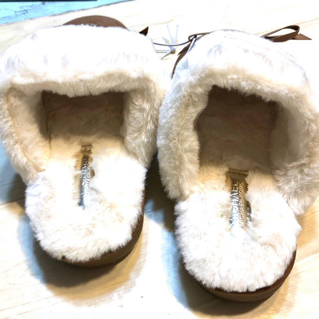 Michael Kors(マイケルコース)の新品 マイケルコース MK リボン サンダル ミュール ファーロゴ ブランド 茶 レディースの靴/シューズ(スリッポン/モカシン)の商品写真