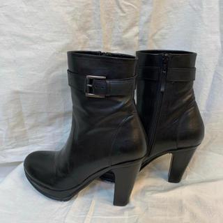 ローズバッド(ROSE BUD)のROSE BUD ローズバッド レザーショートブーツ ブラック ほぼ新品(ブーツ)