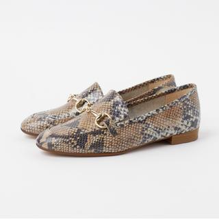 ダイアナ(DIANA)のDIANA ローファー パイソン柄 ピンクベージュ(ローファー/革靴)
