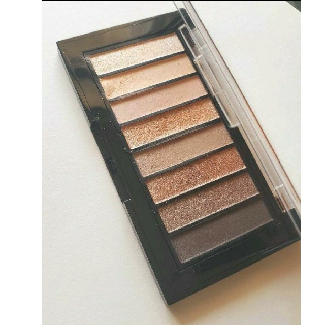 REVLON(レブロン)の【レブロン】カラールックスブックパレット コスメ/美容のベースメイク/化粧品(アイシャドウ)の商品写真