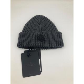 モンクレール(MONCLER)のモンクレール 日本未発売 グレー ニット帽 帽子 キャップ ロゴ 人気(ニット帽/ビーニー)