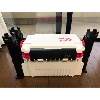 ダイワ(DAIWA)のダイワ タックルボックス TB4000 ホワイト/ピンク、ロッドスタンドTB30(その他)