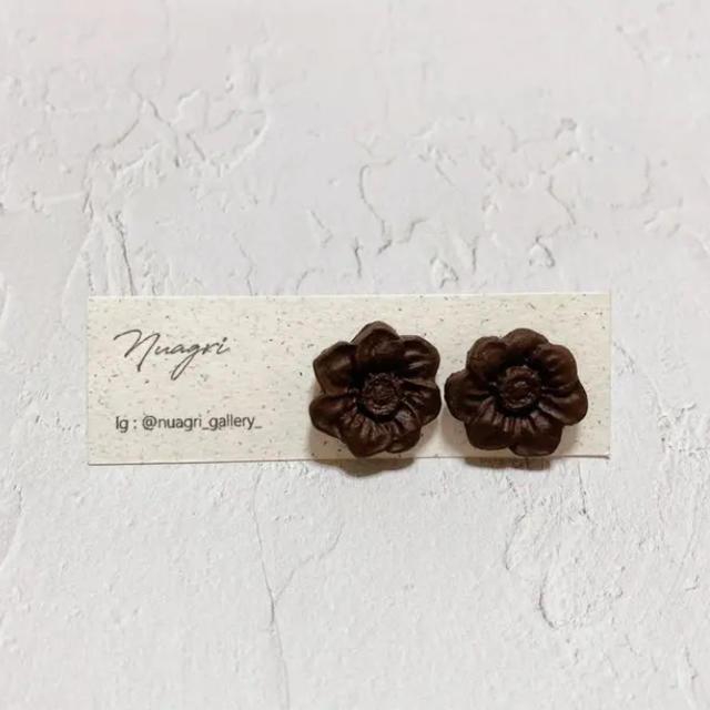 Q-pot.(キューポット)のチョコレートのフラワーピアス ハンドメイドのアクセサリー(ピアス)の商品写真