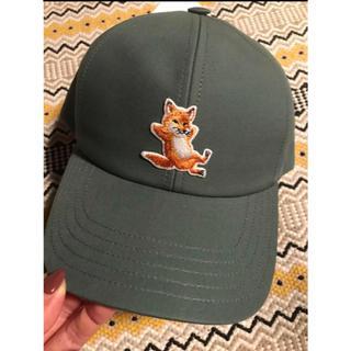 メゾンキツネ(MAISON KITSUNE')の新品メゾンキツネ chillax fox キャップ 帽子 チラックス フォックス(キャップ)