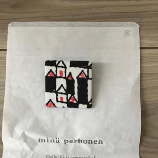 ミナペルホネン(mina perhonen)の[新品未使用]ミナペルホネン サンキューベリーバッジHütte(ブローチ/コサージュ)
