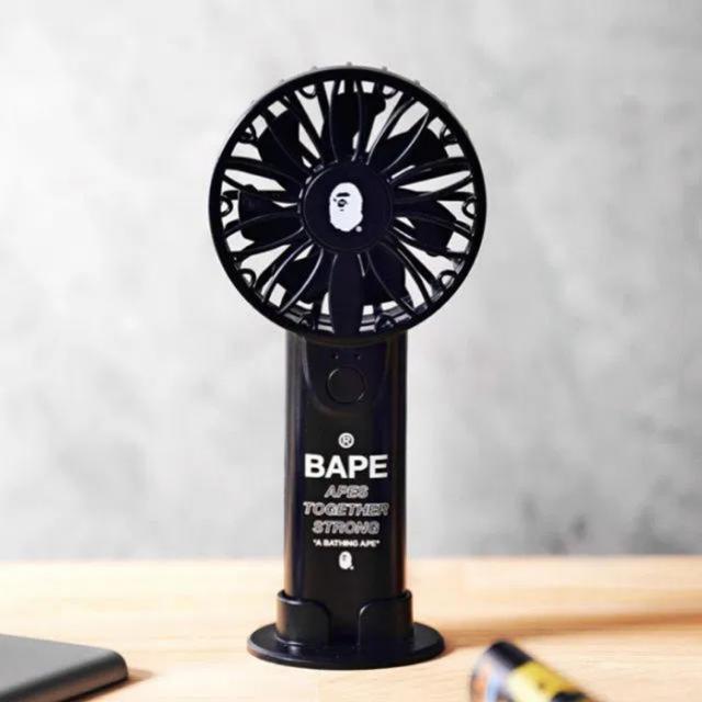 A BATHING APE(アベイシングエイプ)のA BATHING APE®   2WAYハンディ扇風機 新品 スマホ/家電/カメラの冷暖房/空調(扇風機)の商品写真