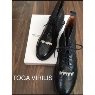 トーガ(TOGA)のTOGA VIRILIS Wing tip boots(ブーツ)