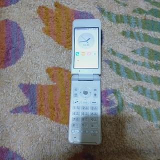 エーユー(au)のSIMロック解除済み  auガラホ  グラティ―ナ4G KYF31  (携帯電話本体)