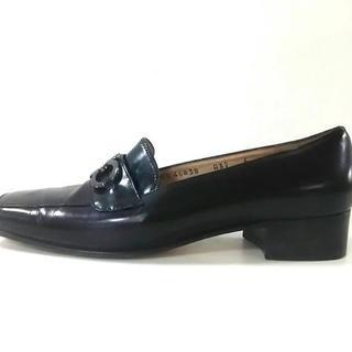 サルヴァトーレフェラガモ(Salvatore Ferragamo)のサルバトーレフェラガモ ローファー 6 黒(ローファー/革靴)