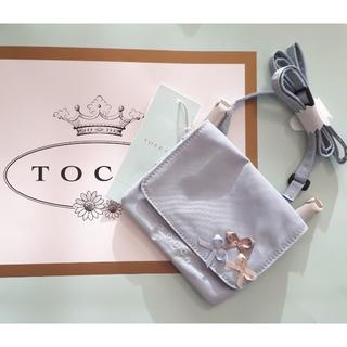 トッカ(TOCCA)の【新品】リボンポケットポーチ TOCCA BAMBINI サックス(ポシェット)