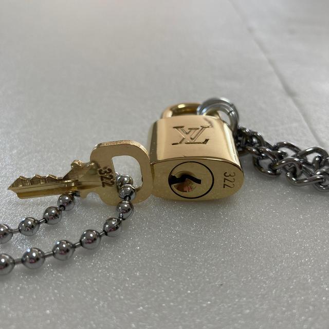 LOUIS VUITTON(ルイヴィトン)のLOUISVUITTON パドロック カデナ 南京錠 鍵有り 322 メンズのアクセサリー(ネックレス)の商品写真
