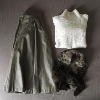 エストネーション(ESTNATION)の【新品】オリーブ色 タックフレアスカート(ひざ丈スカート)