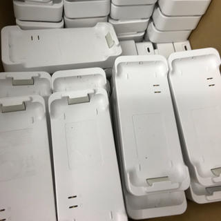 au - 【中古】GRATINA 4G★充電卓上フォルダ★1個
