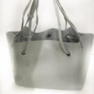 新品‼︎レザー調ポーチ付トートバッグ‼︎  (ライトグレー)(トートバッグ)