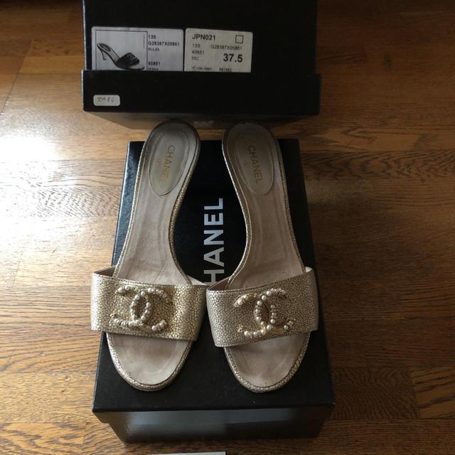 CHANEL(シャネル)のシャネル サンダル ゴールド レディースの靴/シューズ(サンダル)の商品写真
