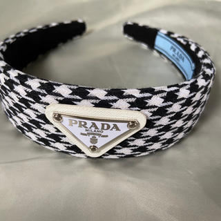 プラダ(PRADA)の新品未使用 prada  カチューシャ ブラック 白 黒 千鳥柄 ロゴ チェック(カチューシャ)