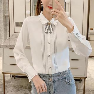 ルシェルブルー(LE CIEL BLEU)のラインデザインレトロリボンシャツ(ホワイト)(シャツ/ブラウス(長袖/七分))