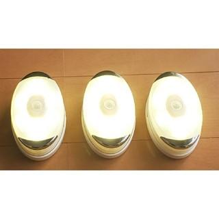 スピード発送⭐3個入【便利】LEDセンサーライト人感センサー 電池式 室内足下灯