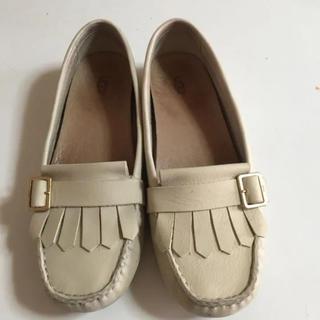 アグ(UGG)のアグ フラットシューズ 25(ローファー/革靴)
