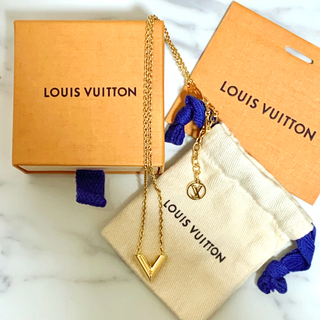 LOUIS VUITTON - LOUIS VUITTON ルイヴィトン エセンシャルV ゴールド ネックレス