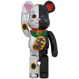 メディコムトイ(MEDICOM TOY)のBE@RBRICK 招き猫 銀×黒 1000%(その他)