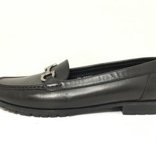 サルヴァトーレフェラガモ(Salvatore Ferragamo)のサルバトーレフェラガモ ローファー 7 黒(ローファー/革靴)