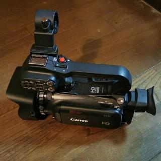 キヤノン(Canon)のXA30  HDU-1ハンドルユニット ECM-XM1マイク バッテリー2個付(ビデオカメラ)