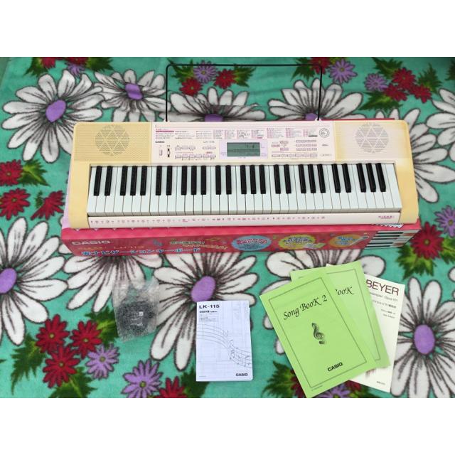 CASIO(カシオ)のCASIO光ナビゲーションキーボード ピンク 楽器の鍵盤楽器(電子ピアノ)の商品写真