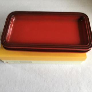 ルクルーゼ(LE CREUSET)のrectangular plate セット二枚 赤(食器)