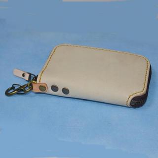 ハンドメイド 牛革のスマートキーポケット付きラウンドファスナーキーケース28(キーケース)