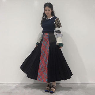 エンフォルド(ENFOLD)の松田るかさん着アイテム 定価75900円 enfold プリーツ スカート(ロングスカート)