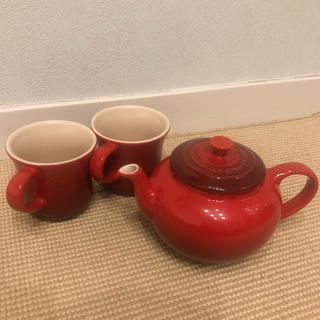 ルクルーゼ(LE CREUSET)の新品未使用ル・クルーゼティーポットセット赤カップ(食器)