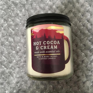 バスアンドボディーワークス(Bath & Body Works)のHOT COCOA AND CREAM アロマキャンドル(キャンドル)