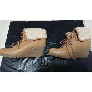 ヌォーボ(Nuovo)のNUOVO 靴 ブーティ ショートブーツ ベージュ L 約7cmヒール(ブーティ)