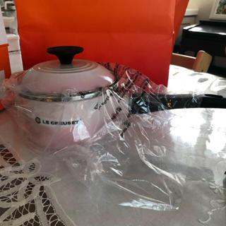 ルクルーゼ(LE CREUSET)のルクルーゼ ソースパン 14cm   シェルピンク 新品未使用(鍋/フライパン)