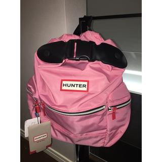 ハンター(HUNTER)の【新品タグ付】HUNTER トップクリップ付きバックパック ピンク(リュック/バックパック)