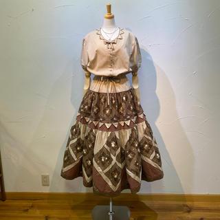 カネコイサオ(KANEKO ISAO)のカネコイサオ ワンピースです。スカート部分の三角&四角パッチワークが凄い❗️(ロングワンピース/マキシワンピース)