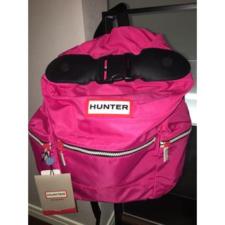 ハンター(HUNTER)の【新品タグ付】HUNTER トップクリップ付きバックパック ブライトピンク(リュック/バックパック)