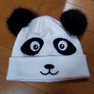 エイチアンドエム(H&M)のパンダ ニット帽 ファーポンポンつき(ニット帽/ビーニー)