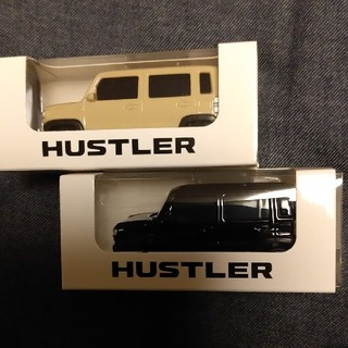 スズキ(スズキ)のスズキ新型ハスラー プルバックミニカー黒とラテ色の2台(ミニカー)