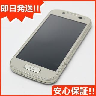 フジツウ(富士通)の美品 F-08E らくらくスマートフォン2 ゴールド (スマートフォン本体)
