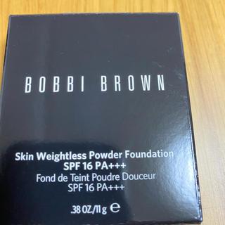 ボビイブラウン(BOBBI BROWN)のボビイブラウン  キンウェイトレス  パウダーファンデーション 2サンド(ファンデーション)
