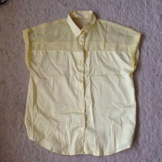 ジーユー(GU)のイエローシャツ(シャツ/ブラウス(半袖/袖なし))