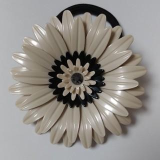 アレクサンドルドゥパリ(Alexandre de Paris)のお花のヘアゴム ガーベラ(ヘアゴム/シュシュ)