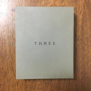 スリー(THREE)のTHREE シマリンググローデュオ 01(コントロールカラー)