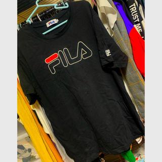 フィラ(FILA)のFILA★ロゴTシャツ.ブラック.(Tシャツ(半袖/袖なし))