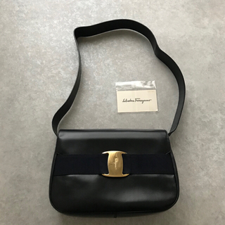 Ferragamo - 美品 フェラガモ ヴァラ ショルダーバッグ