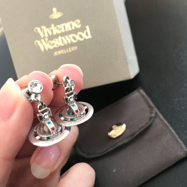 Vivienne Westwood(ヴィヴィアンウエストウッド)のヴィヴィアン ピアス シルバー Vivienne Westwood 両耳 レディースのアクセサリー(ピアス)の商品写真