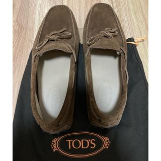 トッズ(TOD'S)のTOD'S トッズ 美品 ドライビングシューズ メンズ ダークブラウン(スリッポン/モカシン)