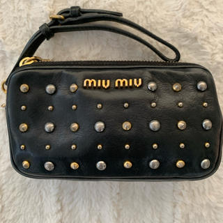 miumiu - miumiu スタッズポーチ ミニバッグ ミニクラッチ